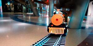 Игрушки для мальчиков.  Железная дорога и паровоз.